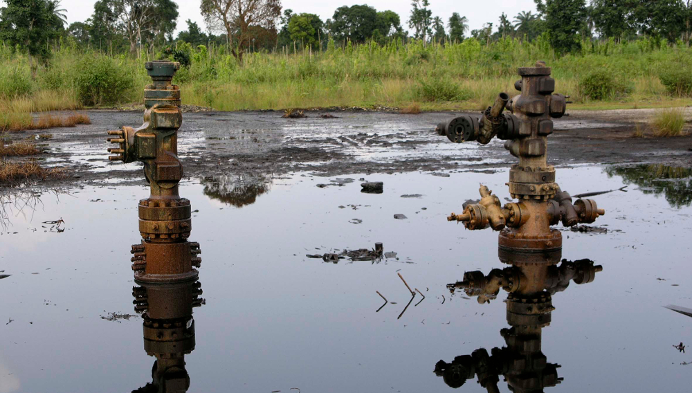 Shell oil heads leaking at K-Dere, Ogoni.